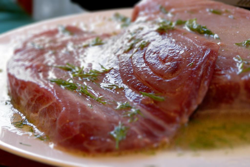 fish lemon marinating, lemon tuna marinade, marinading in lemon juice, fish cooked in lemon, lemon tender meat, tenderising meat with lemon