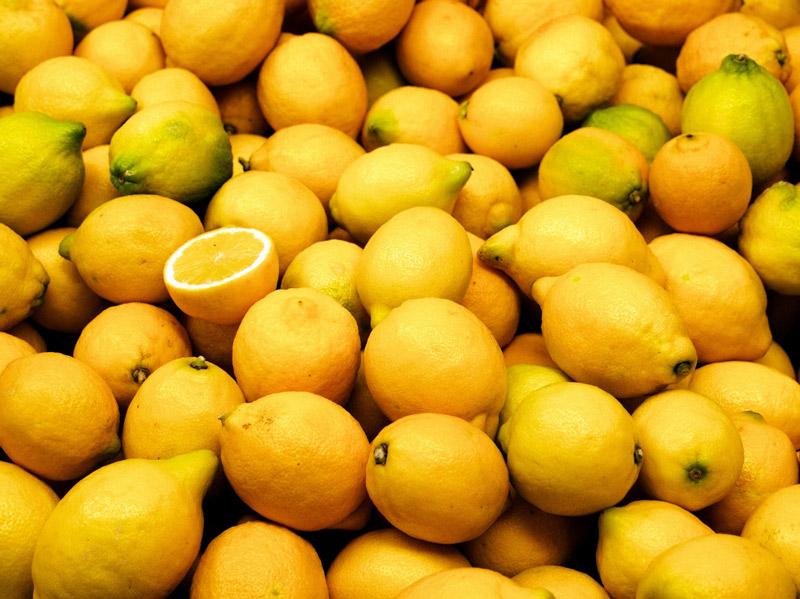 Valencia_market_-_lemons