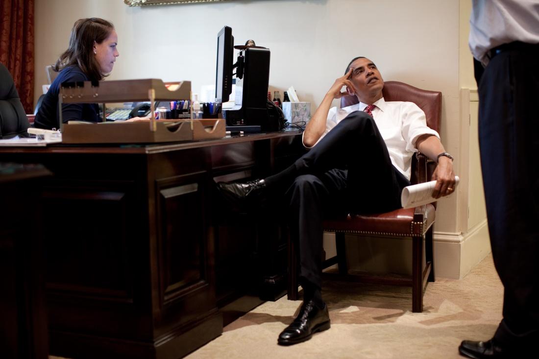 obama personal assistant desk